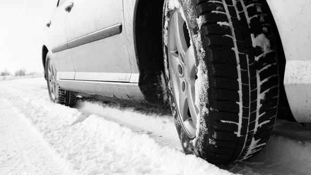 下雪不警惕,亲人两行泪——雪天用车注意事项