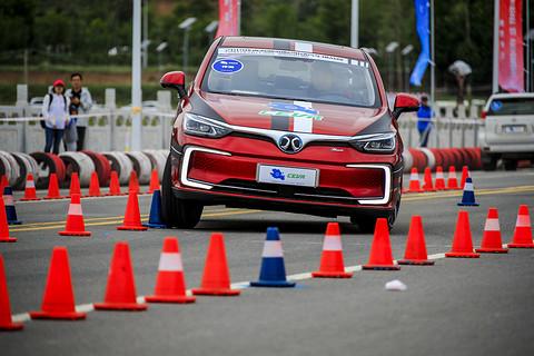 十八般武艺!第六届环青海湖(国际)电动汽车挑战赛性能评测赛