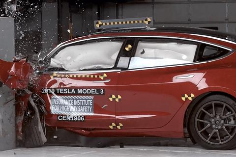 Model 3 拿下最严苛的 IIHS 的最高安全评级!国产后会.....
