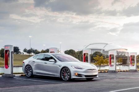 特斯拉:10月26日起将调整部分超级充电站的充电价格