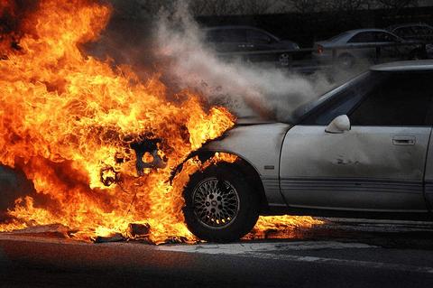 """谈""""火""""色变?日常开车注意这几点,车辆就不会自燃!"""