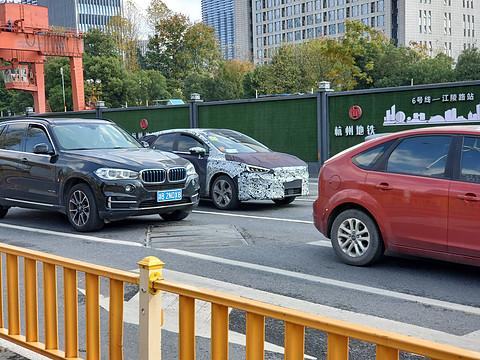 吉利幾何B路試諜照曝光!或于2020年北京車展正式亮相!