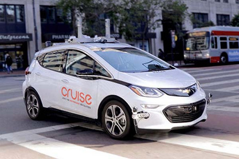 通用推遲自動駕駛出租車計劃:無人駕駛走到十字路口?