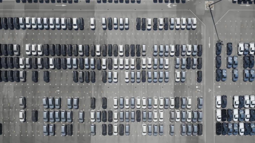 """1月銷量同比腰斬,新能源汽車遭遇""""至暗開局"""""""