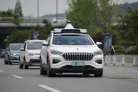 百度决胜无人车:三年部署3000台共享无人车,前装量产奔赴百万台级别