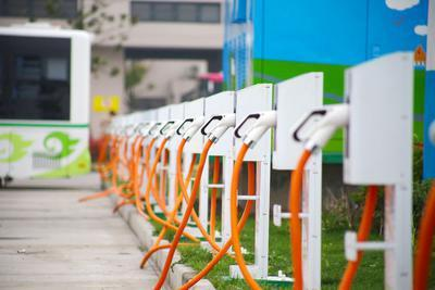 燃油车占电动车位依条例或将罚200元