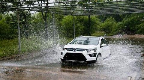 電動汽車涉水會不會漏電?