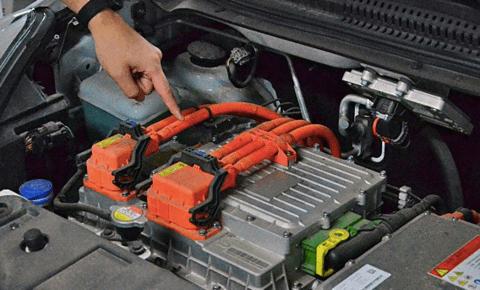 纯电动汽车的发动机舱能不能用水洗?