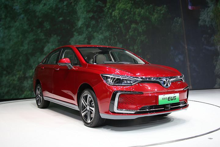 新车图解丨静态体验北汽新能源EU5 首款续航超500km的纯电轿车