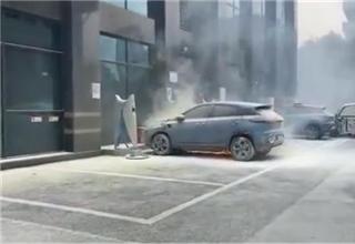 小鹏G3在充电桩发生自燃,官方回应:正调查事故原因